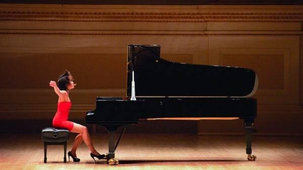 Inacreditável: a pianista Yuja Wang se apresenta em Curitiba