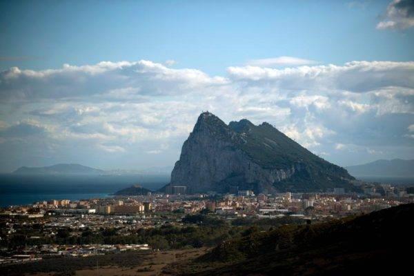 O Rochedo de Gibraltar visto de La Linea de la Concepcion, perto da cidade espanhola de Cadiz. Foto: Jorge Guerrero / AFP