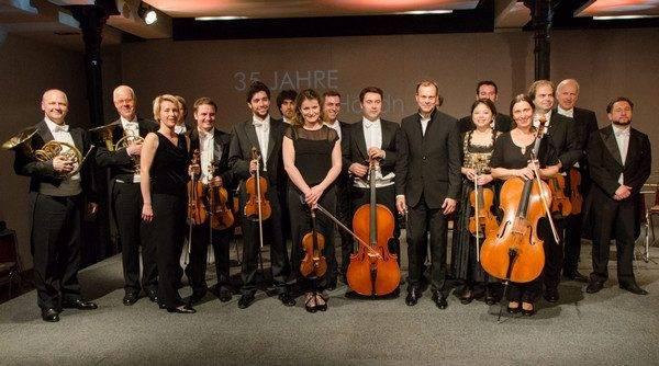 A Orquestra de Câmera de Viena e seu maestro, Stefan Vladar