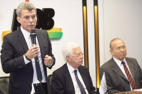 """MDB promete """"independência"""", mas quer continuar no comando do Senado"""