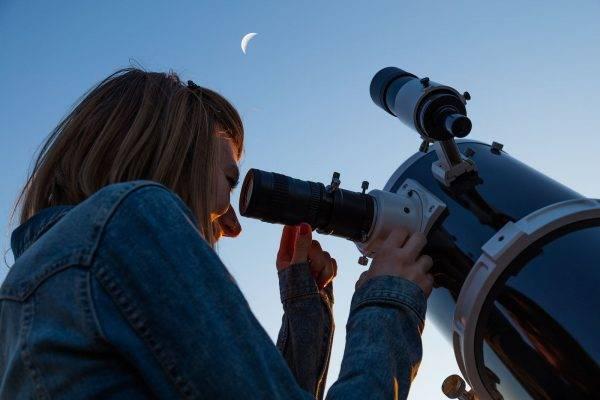 Que tal organizar observações astronômicas e outros eventos para familiarizar as pessoas com a ciência e as maravilhas da criação? (Foto: AstroStar/Bigstock)