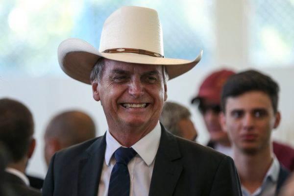 O presidente eleito Jair Bolsonaro participou de almoço com artistas sertanejos, no Clube do Exército, em Brasília. Foto: José Cruz/Agência Brasil
