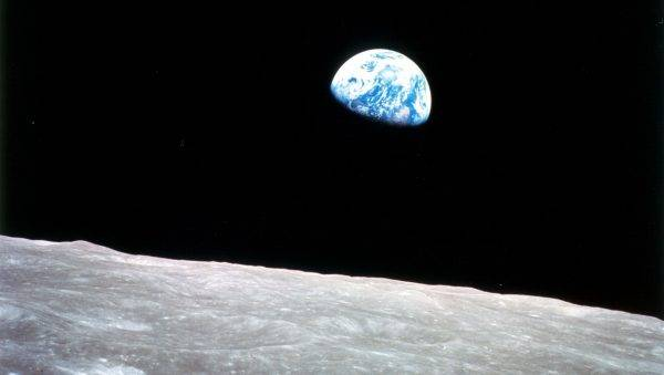 "A famosa foto do ""nascer da Terra"", feita por William Anders na véspera de Natal, a bordo da Apollo 8. (Foto: Nasa)"