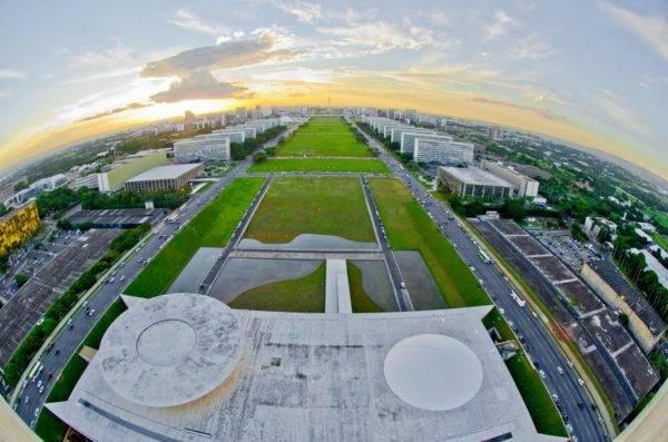 A Esplanada dos Ministérios vista do alto do prédio do Congresso Nacional. Foto: Ana Volpe