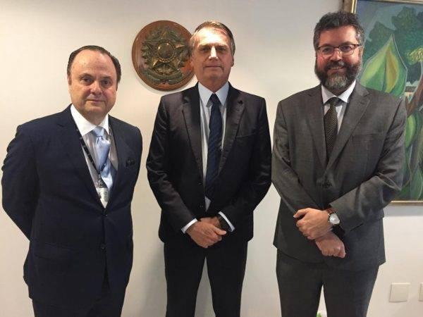 Bolsonaro se encontra com Ernesto Araújo e novo presidente da Apex, Embaixador Vilalva