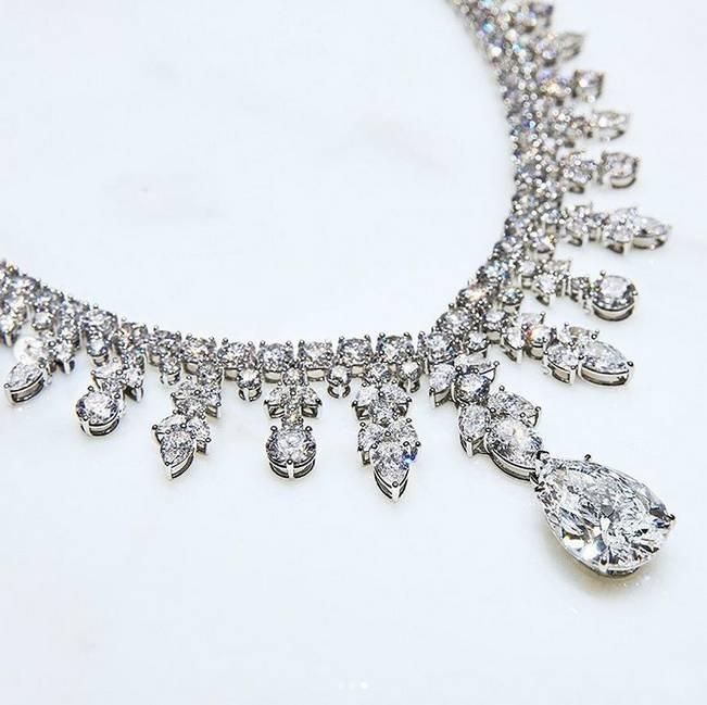 O colar de diamantes desenhado pela Tiffany&Co. especialmente para a Lady GaGa. (crédito: divulgação).