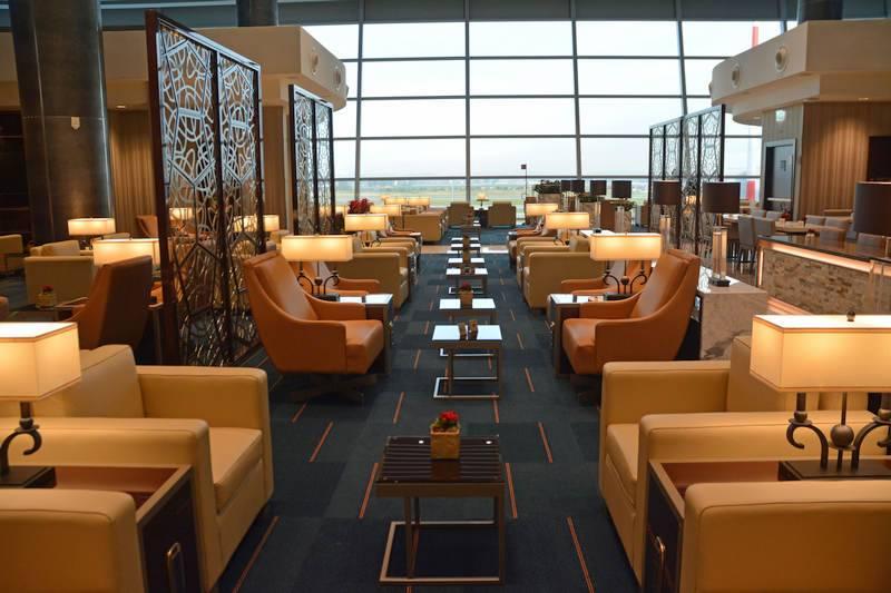 Os clientes da Primeira Classe e da executiva podem desfrutar de um lounge com vista privilegiada da pista. (crédito: divulgação).