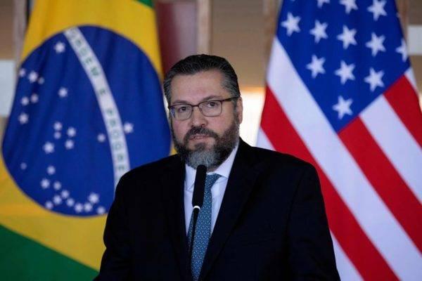 O ministro das Relações Exteriores do Brasil, Ernesto Araujo, em coletiva de imprensa. Foto: Sergio LIMA/AFP