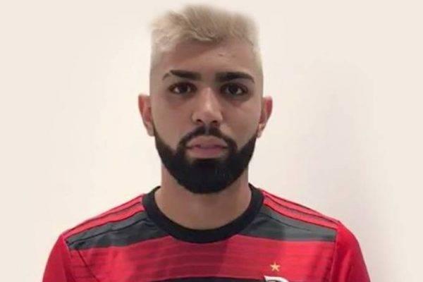 Em vídeo na internet, Gabriel veste o manto do Flamengo; saiba salário