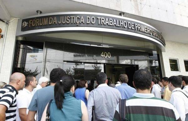 Os aprovados poderão ser lotados na sede do tribunal ou numa das varas do trabalho espalhadas pelo estado do Paraná. (Foto: Arquivo/Gazeta do Povo)