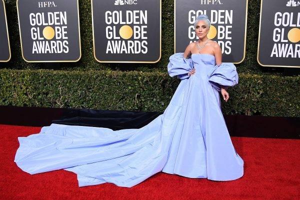 Lady Gaga brilha com joias Tiffany&Co. no Globo de Ouro
