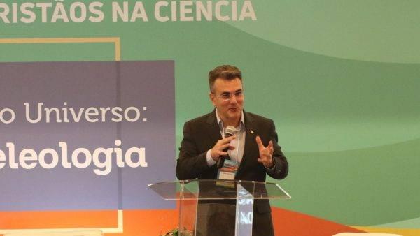Sérgio Queiroz afirma que muitas vezes o líder religioso não tem como saber que um jovem está abalado pelo discurso que ouve em outros ambientes. (Foto: Adriano Fros/Divulgação/ABC2)
