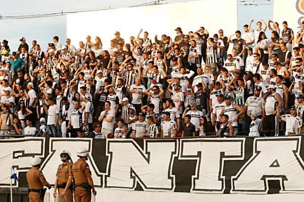 """Camisas de outros times e """"torcida humana"""": não. Estádio precisa ser hostil"""