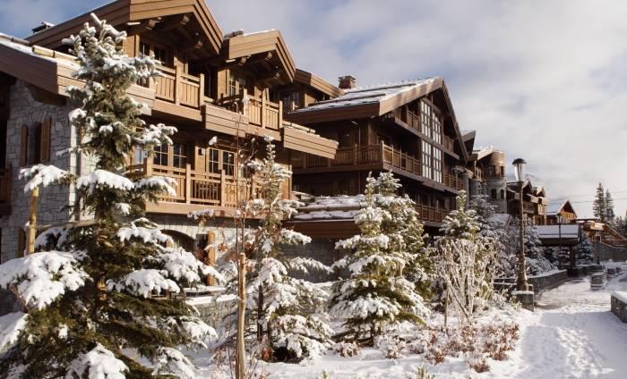 O hotel é sofisticado e oferece uma experiência imersiva para quem quer esquiar nos Alpes franceses. (crédito: Divulgação).