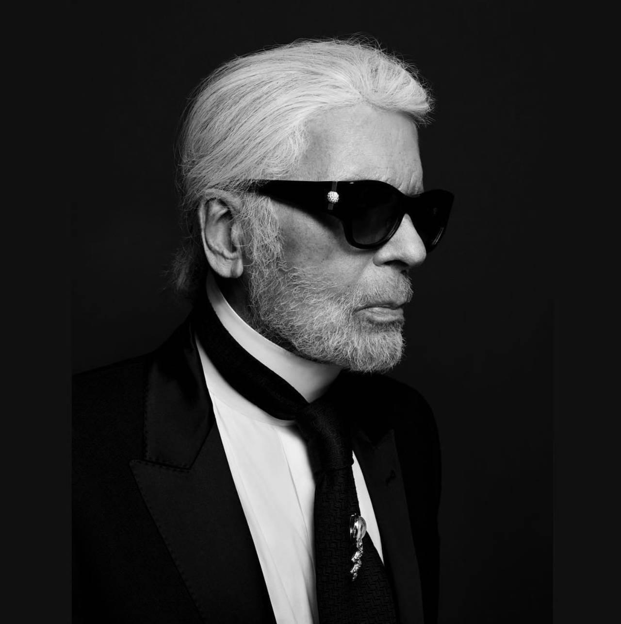 Lagerfeld viu sua carreira crescer quando ganhou um concurso em Paris. (crédito: divulgação).