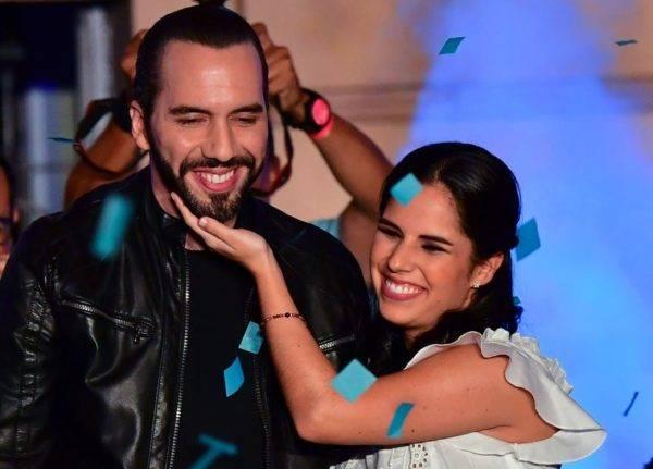 Presidente eleito de El Salvador, Nayib Bukele, e sua esposa Gabriela Rodriguez. Foto: Luis ACOSTA/AFP