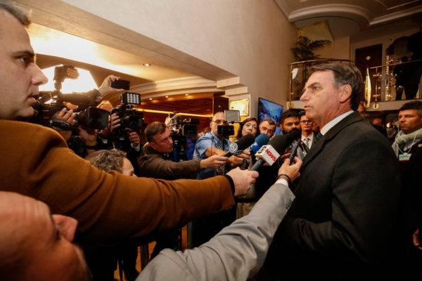 Presidente Jair Bolsonaro, durante entrevista à imprensa no Hotel Seehof. Foto: Alan Santos/PR/Fotos Públicas
