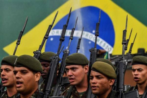Militares do Exército em formação de marcha, em 2019. Foto: Nelson Almeida/AFP