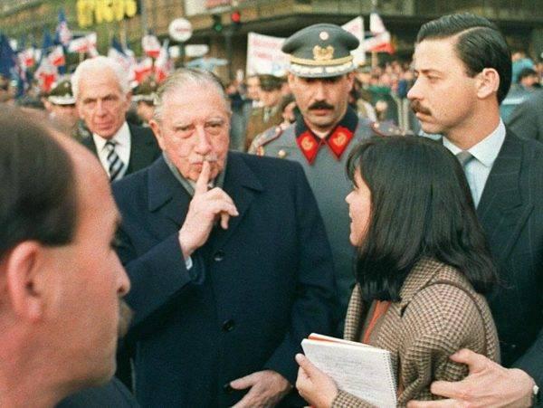 O ditador chileno Augusto Pinochet em Santiago, Chile, em agosto de 1988. Foto: Marco Ugarte / AFP