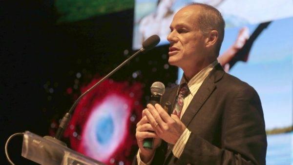 Marcelo Gleiser é um agnóstico que critica o ateísmo militante e compreende os limites da ciência, que não é capaz de responder a todas as questões. (Foto: Pedro Serápio/Arquivo Gazeta do Povo)
