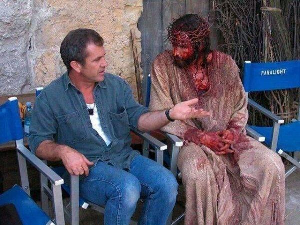 """Mel Gibson e Jim Caviezel, nos bastidores do filme """"A Paixão de Cristo"""""""