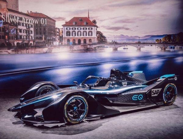 Mercedes-Benz anuncia seu primeiro carro de corrida completamente elétrico