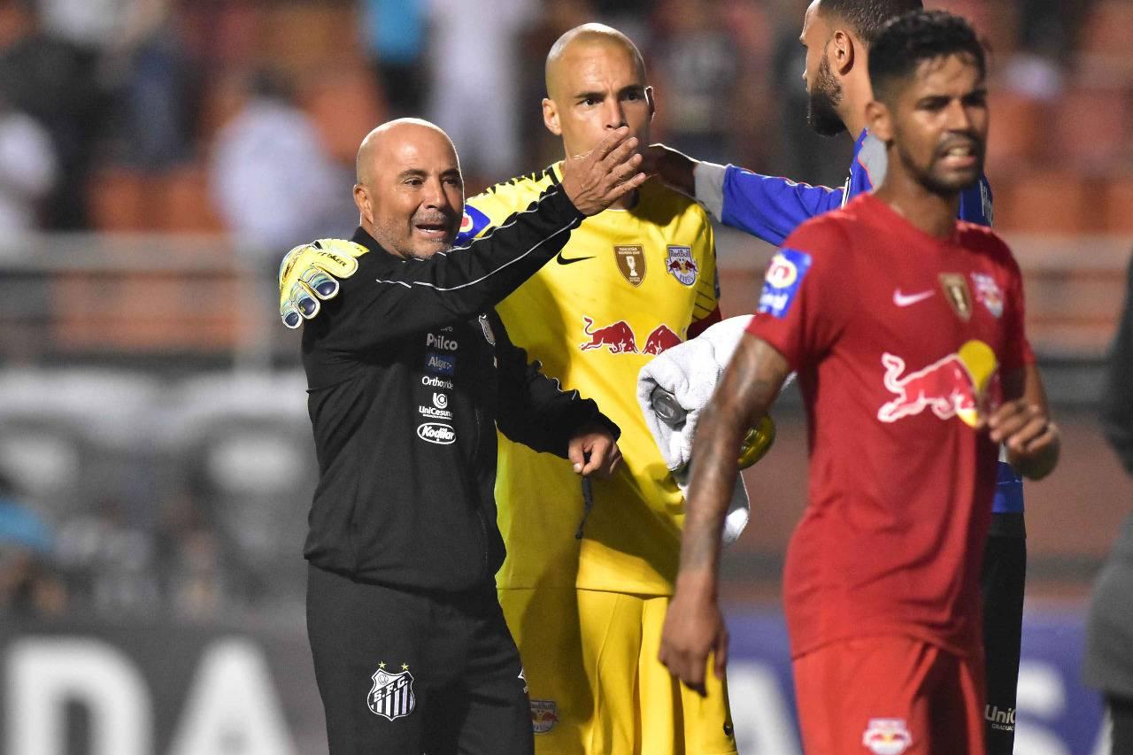 Sampaoli, técnico do Santos, discute após vitória no Paulistão contra o Red Bull. Foto Eduardo Carmim/AE