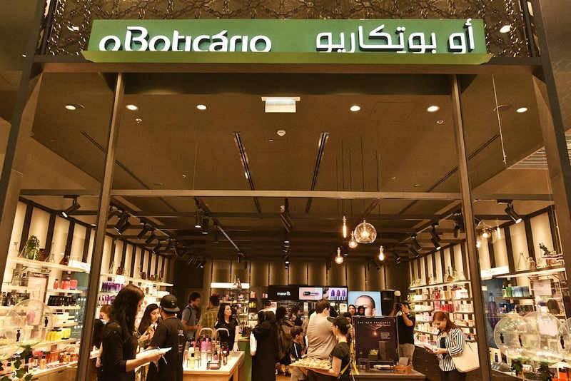 A segunda loja do 'O Boticário' em Dubai fica no maior shopping do mundo. (crédito: divulgação).