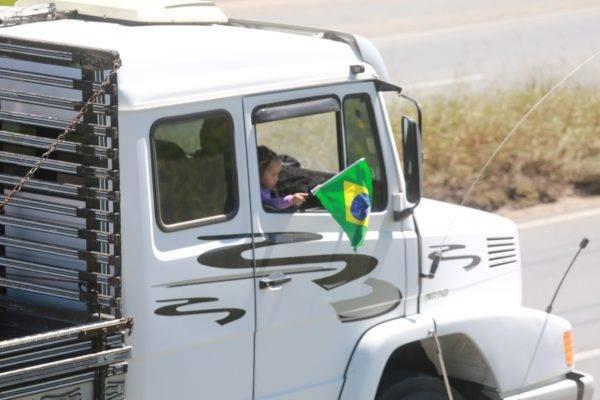 Manifestação de caminhoneiros: até nova greve entrou no grupo de riscos que inibem o crescimento mais rápido da economia. Foto: Felipe Rosa/Tribuna do Paraná