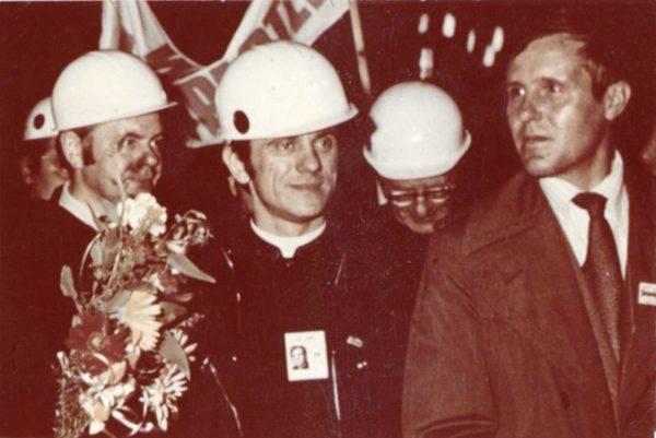 O padre Popiełuszko em um encontro com operários. Foto: Andrzej Iwánski/Creative Commons