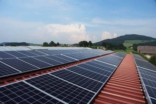 Painéis solares ficaram mais baratos e eficientes, fazendo com que mais gente apostasse nessa fonte de energia. Foto: Pixabay