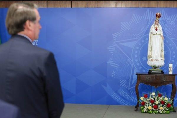 Bolsonaro consagra o Brasil ao Imaculado Coração de Maria contra o comunismo
