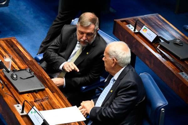 Senadores Flávio Arns (Rede) e Oriovisto Guimarães (Pode)  (Foto: Marcos Oliveira/Agência Senado)