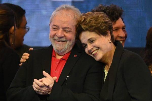 Os ex-presidentes Lula e Dilma, em foto de 2017 (Foto: AFP/Evaristo Sá).