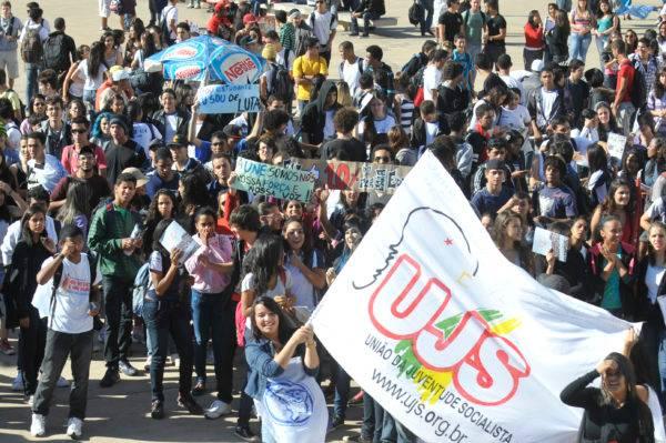Um grupo de alunos de universidades públicas de todo país, durante protesto em Brasília em 2012. Foto: Antônio Cruz/ABr