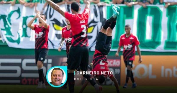Rony, um dos poupados no jogo, entrou e fez o gol. Foto da comemoração do atleticano em Chapecó. Imagem: LIAMARA POLLI/AM PRESS & IMAGES/ESTADÃO CONTEÚDO