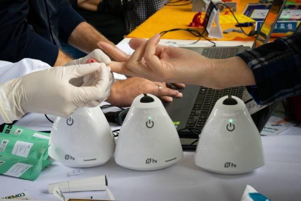 Hilab, aparelho que da autonomia para exames de sangue serem feitos em farmácias e consultórios médicos. Foto: Divulgação