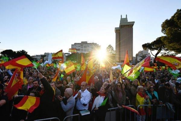 Apoiadores do partido VOX durante o último comício da campanha para as eleições gerais de 2019, em Madri. Foto: Oscar del Pozo / AFP