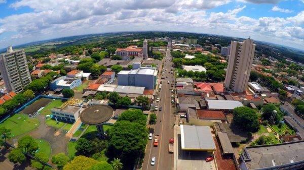 O município de Mandaguari tem pouco mais de 30 mil habitantes e está localizado na região norte central do estado do Paraná. (Foto: Facebook/Prefeitura de Mandaguari)