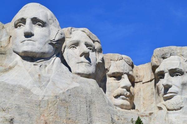 Da esquerda para a direita: George Washington, Thomas Jefferson, Theodore Roosevelt e Abraham Lincoln