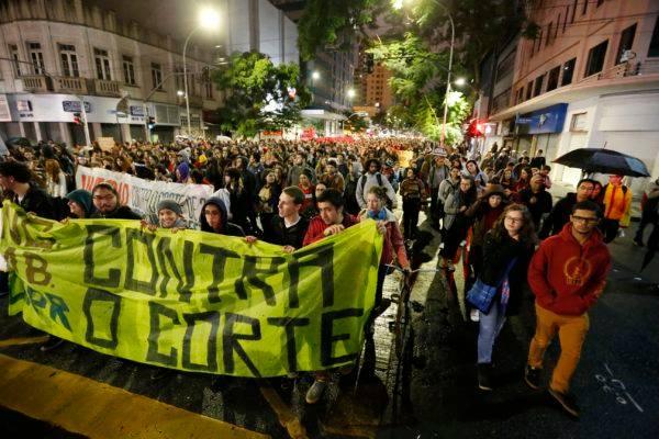 Protesto contra cortes nas universidades: efeito da fragilidade fiscal do país. Foto: Hedeson Alves